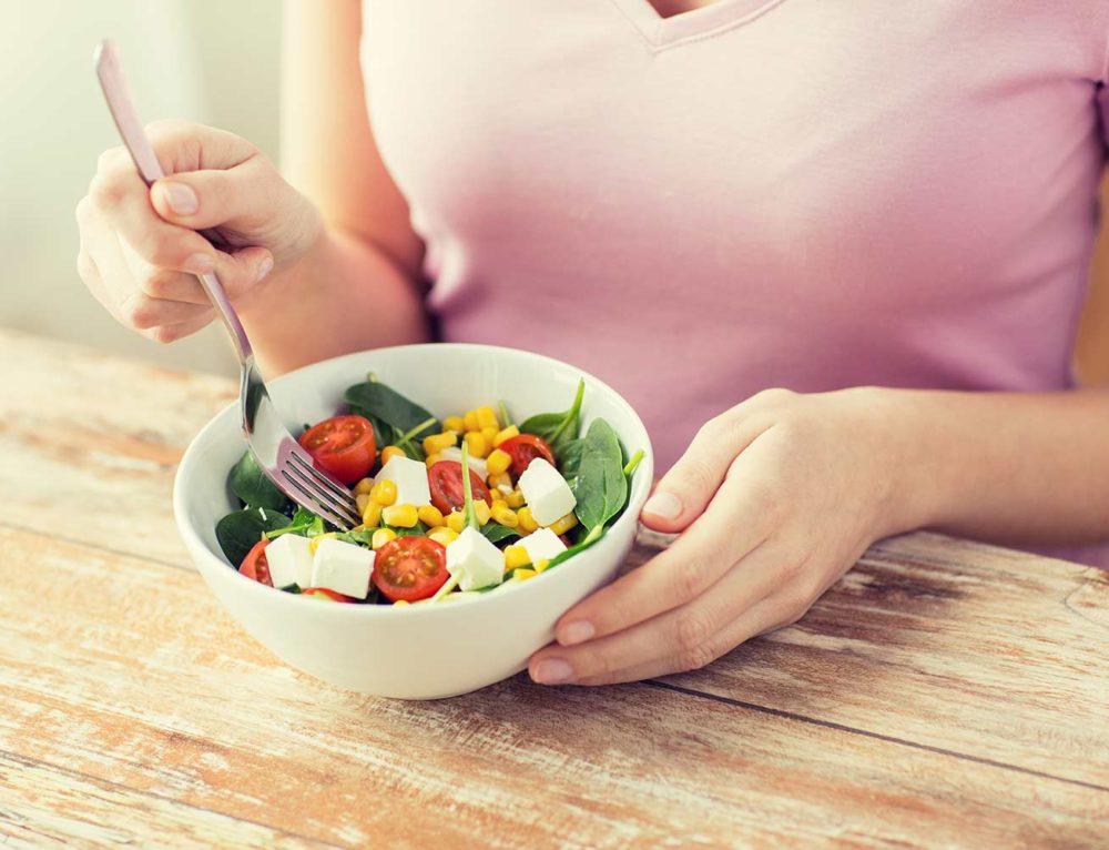 Συμβουλές για να μειώσετε τις ημερήσιες θερμίδες και να χάσετε κιλά.
